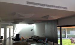 Ar condicionado embutido em sala de estar