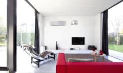 Ar condicionado de parede em sala de estar