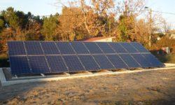 Painéis solares Solius sobre chão