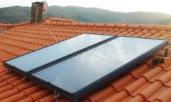 Painéis solares térmicos sobre telhado